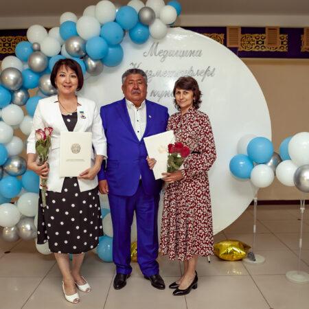 Труд врачей клиники и поликлиники Uniserv Medical Center был отмечен на торжественном мероприятии в честь профессионального праздника медицинских работников.
